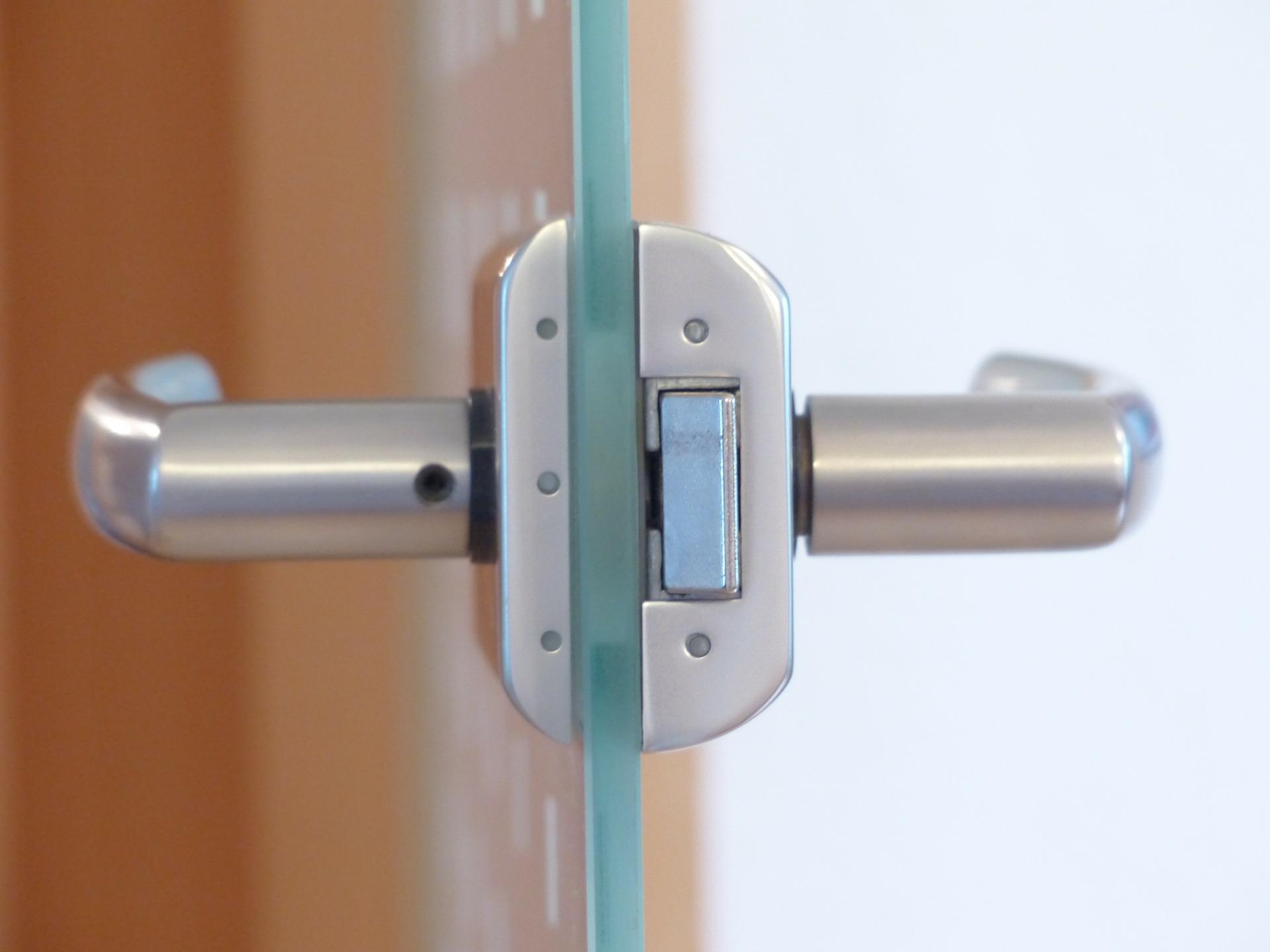 door-lock-123176_1920