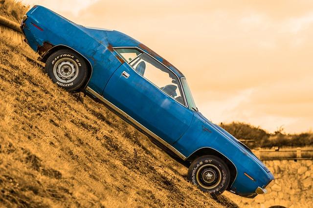 auto z kopce