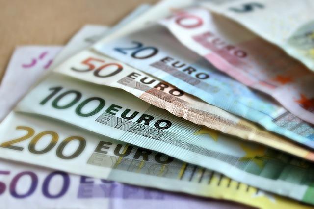 bankovky různé hodnoty